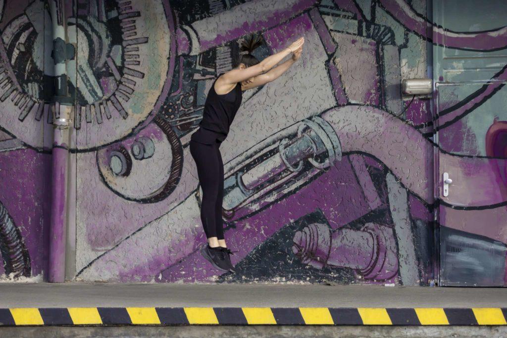 Strecksprung beim HIIT Workout im Mural Harbor